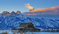 Mormon Row,Grand teton,barn,fog,sunset