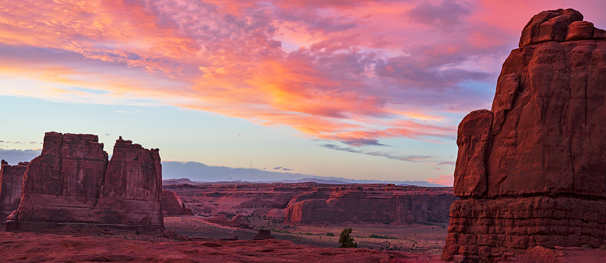 Sublime sunset from the Le Sal Overlook in Arches National Park.