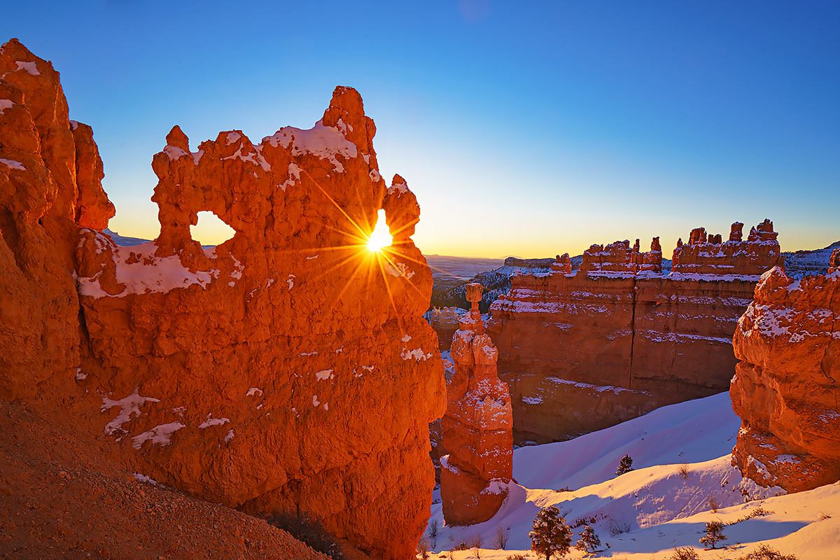 Winter view of Thor's hammer and the Bryce amphitheater from Navajo Loop in Bryce Canyon