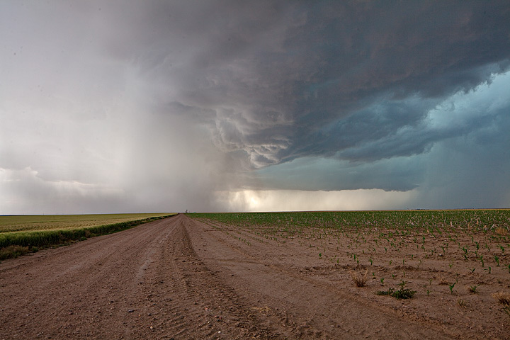 Tornadic storm moves through eastern Colorado