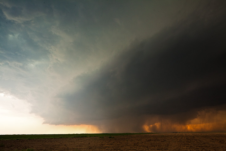 Kansas Mothership Supercell takes on a 'mothership' appearance.