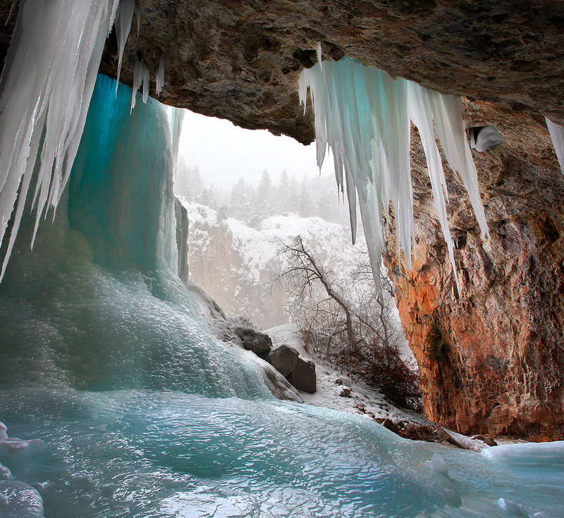 snowstorm,ice,cave, photo