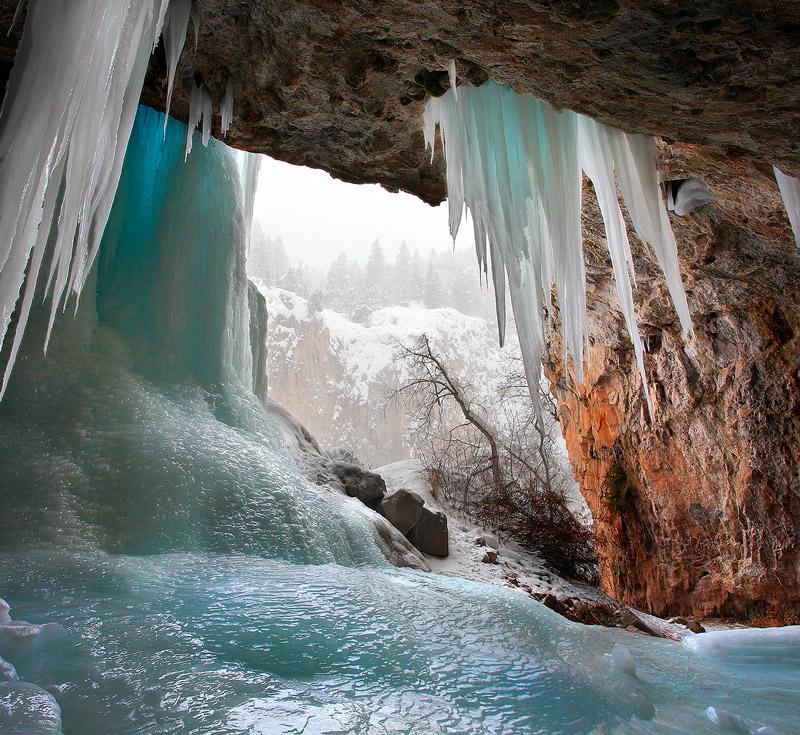 snowstorm,ice,cave, photo