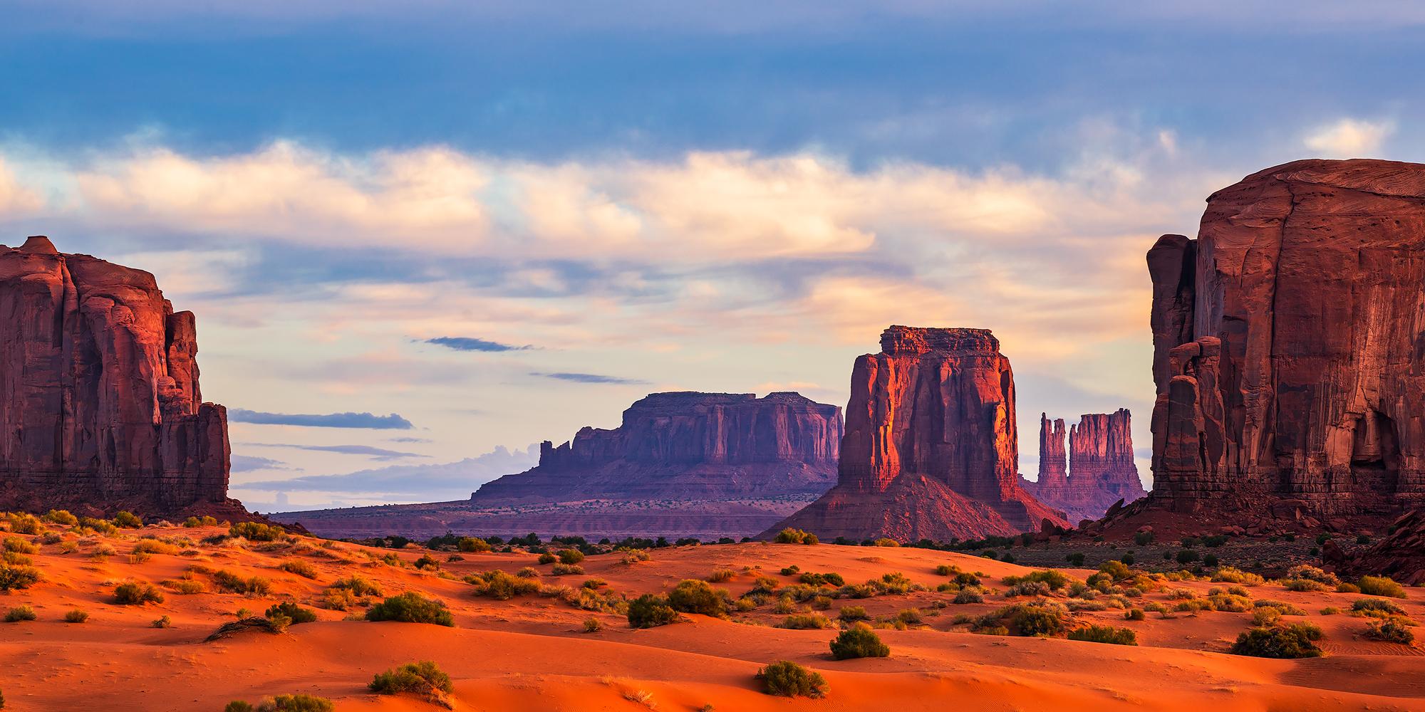 sunrise, Monument Valley, Arizona, photo