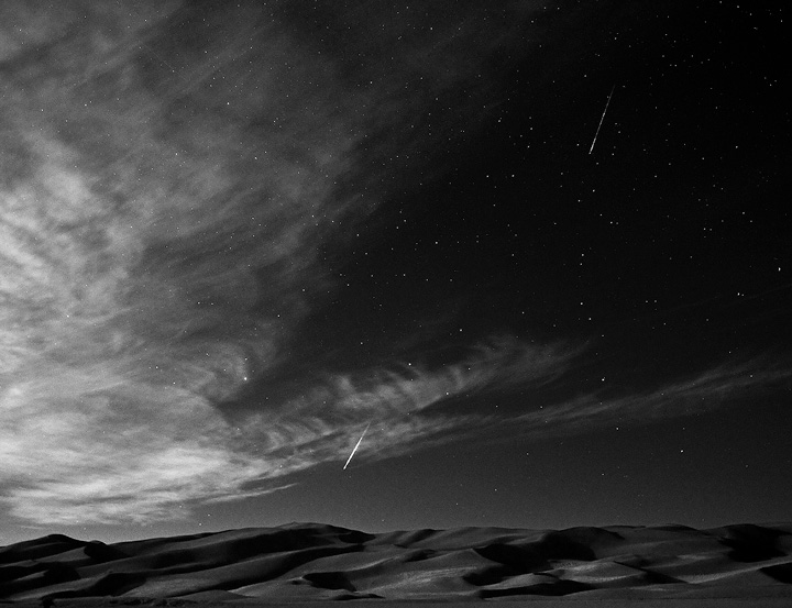 Black and White version of the Perseid shower over the dunes.