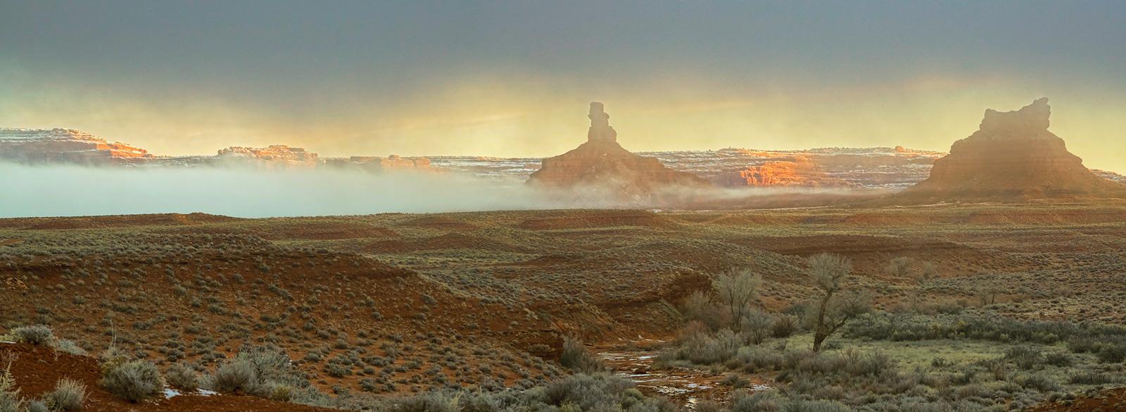 Valley of the Gods, Utah, fog, photo