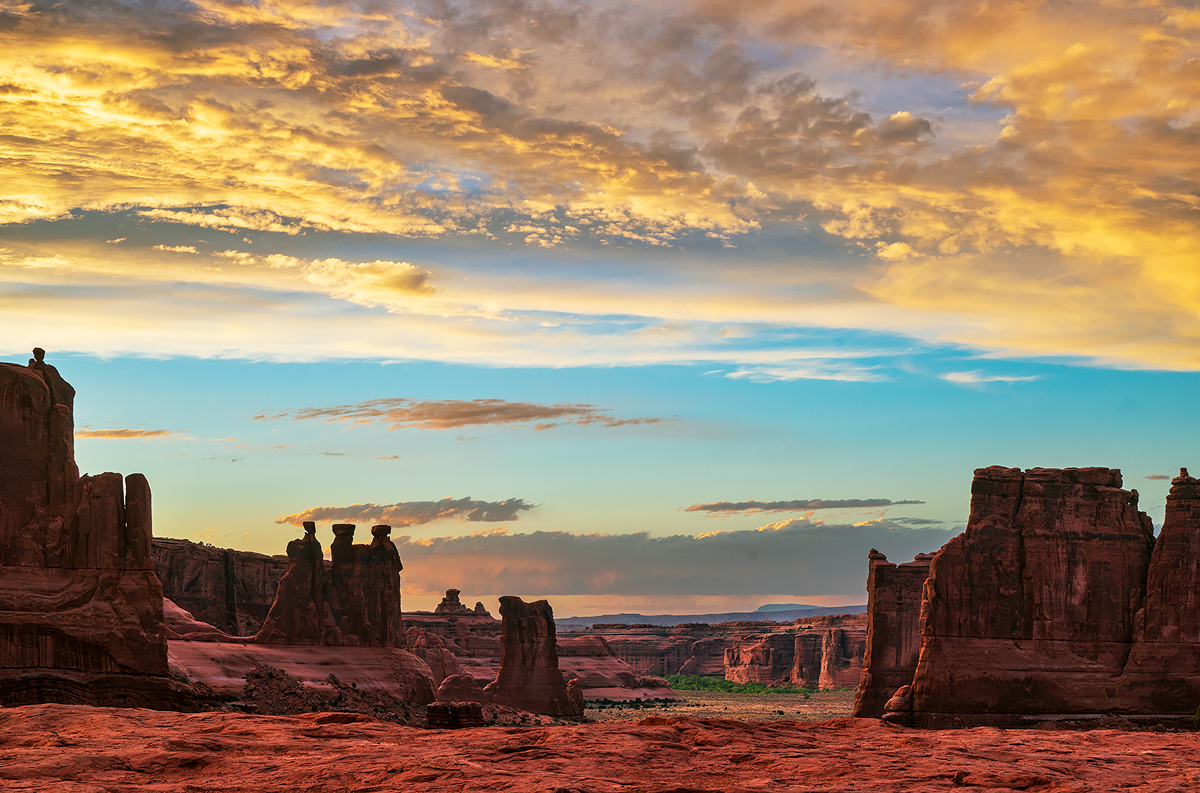 Sunset from the Le Sal Overlook in Arches National Park.
