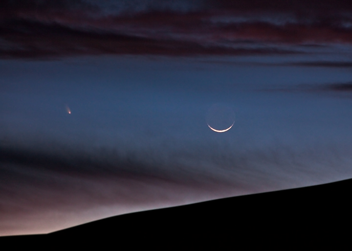 comet,Pan-STARRS,Great Sand Dunes,moon,crescent, photo