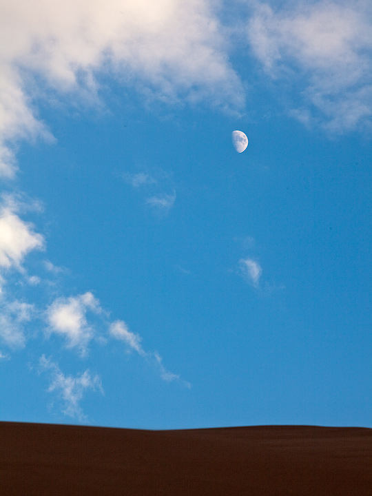 moon,afternoon,Great Sand Dunes,Colorado, photo